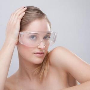 游泳镜防雾小妙招 如何选购防雾性能好的泳镜