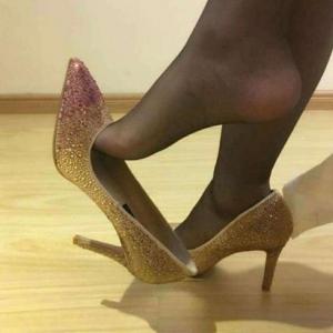 新鞋子磨脚怎么办 缓解新鞋子磨脚的小诀窍