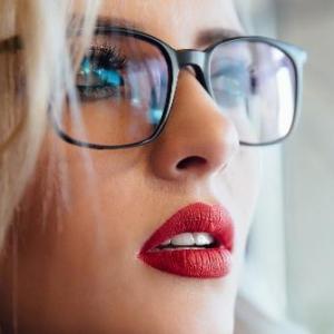 保养镜片的误区你犯了吗 正确保养眼镜镜片可延长使用寿命